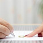 MATRIMONIO FIRMANDO JUNTO UN ABOGADO DIVORCIO